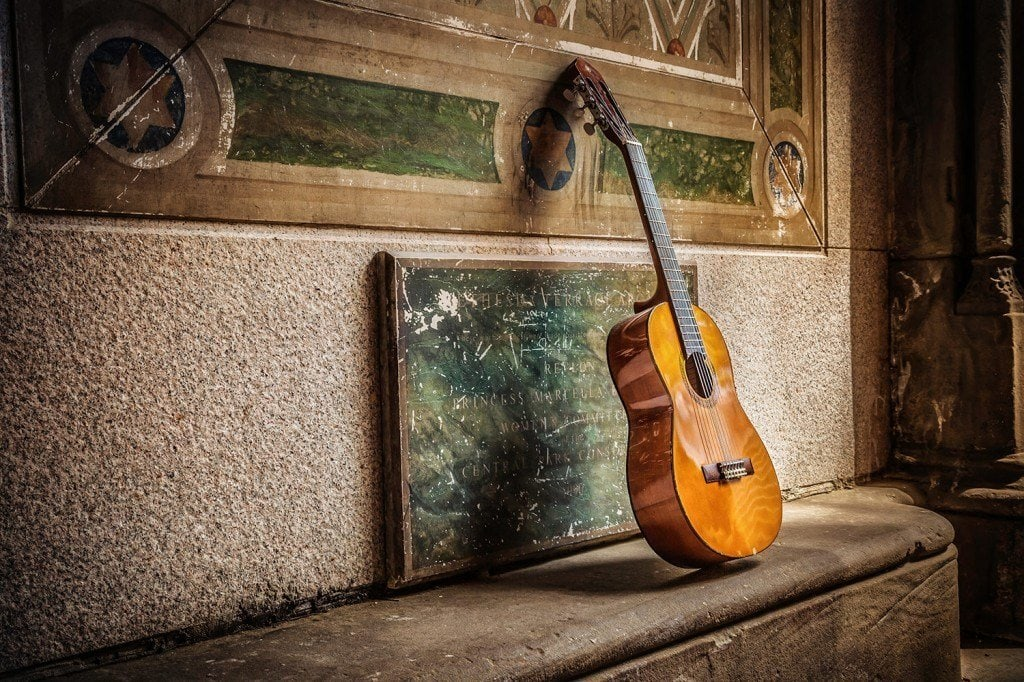 Resting-Guitar-in-Central-Park