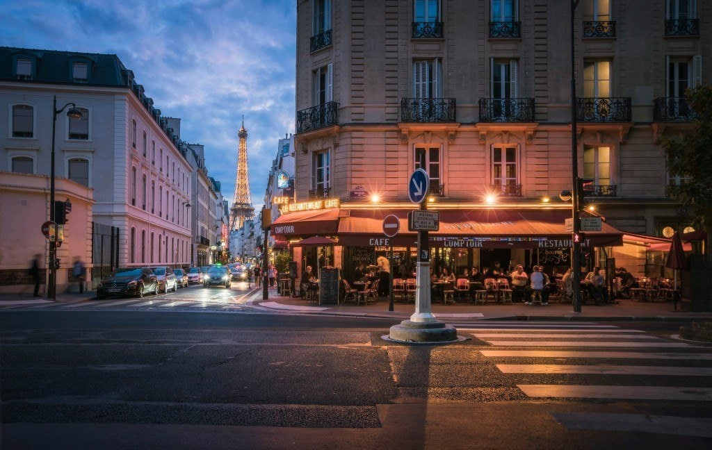 Blending-Light-HDR-Photography-Parisian-Cafe