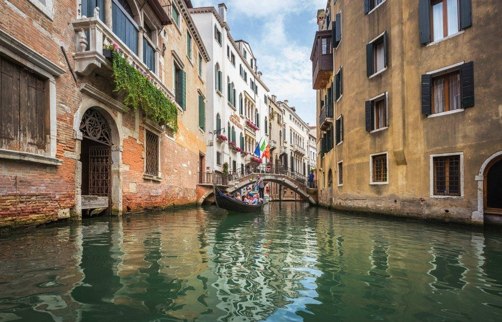 HDR-Photography-Gondola-View-of-Venice