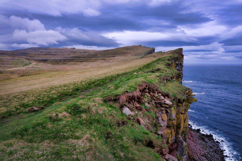 Aurora-HDR-image-Puffin-Cliffs